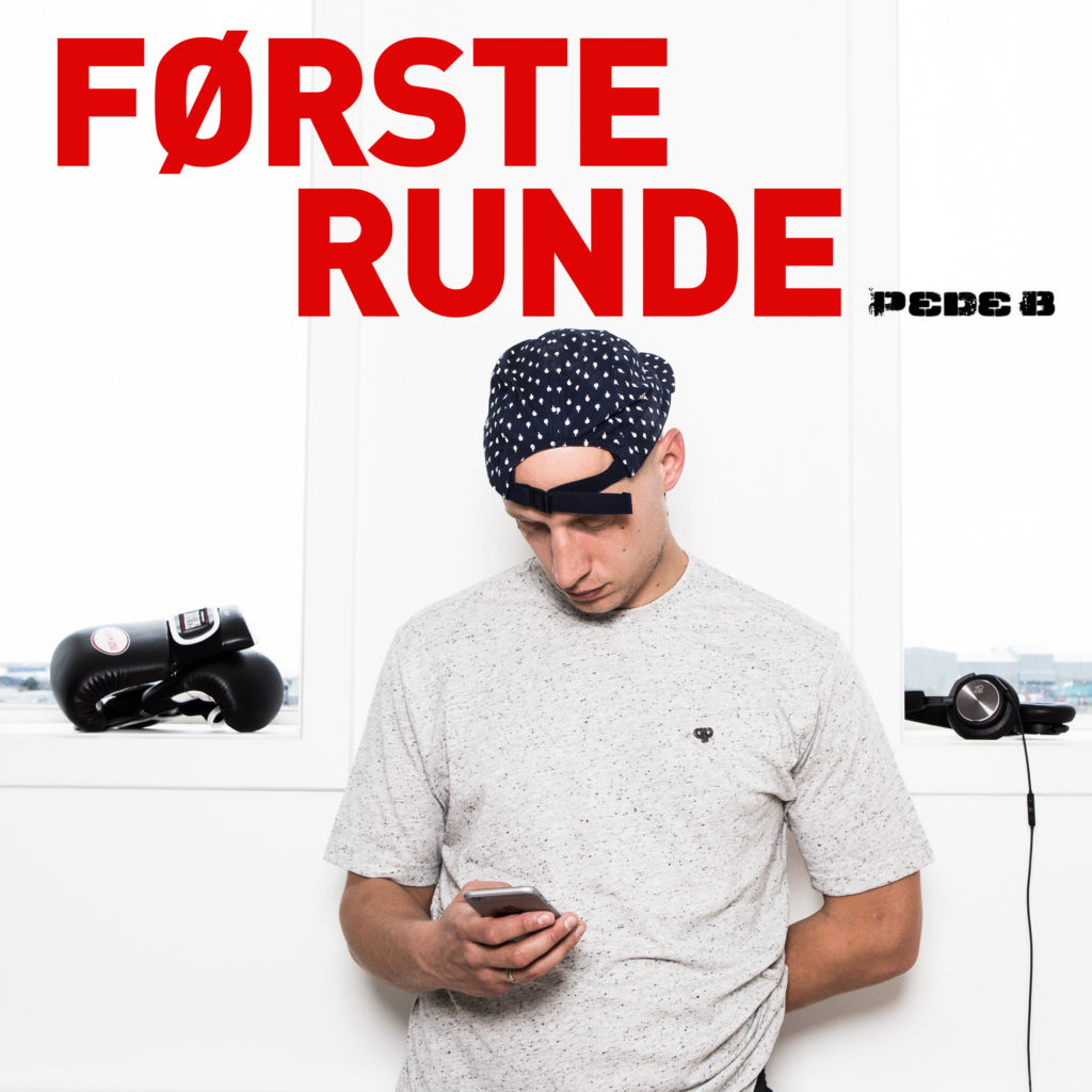 Pede_B_FørsteRunde_single_cover_FINAL_logo